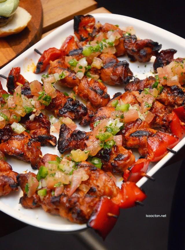 Chicken yakitori with pesto