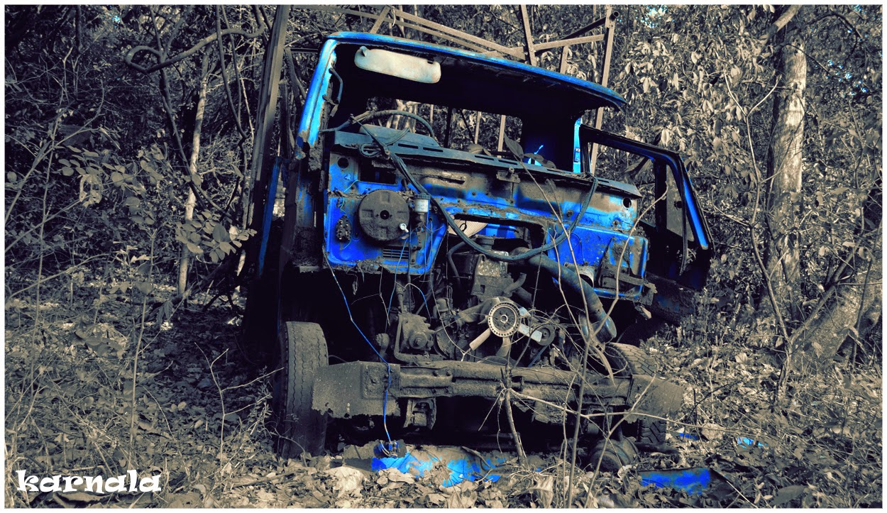 abandoned-car-karnala-photo
