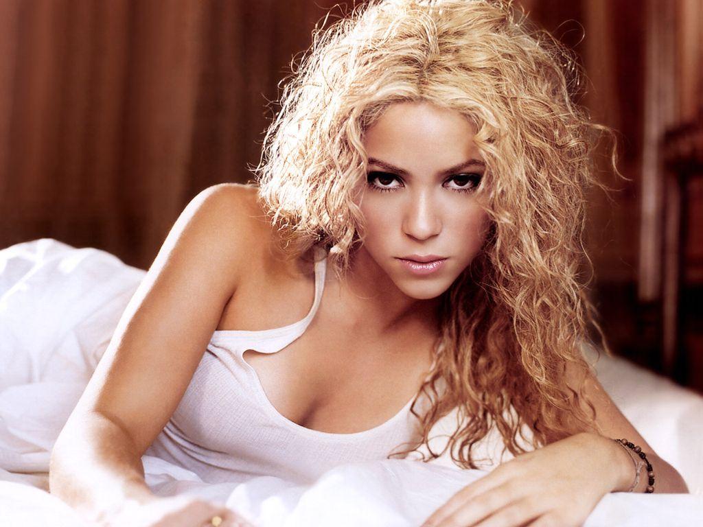 http://1.bp.blogspot.com/-LNd30GiM82g/Tv3MOguxhoI/AAAAAAAADE4/DEDI-9pi_mg/s1600/Shakira+wallpaper+%252869%2529.jpg