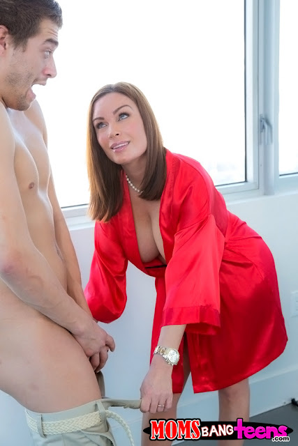 Abby Cross, Diamond Foxxx - Lessons In Love (Moms Bang Teens)