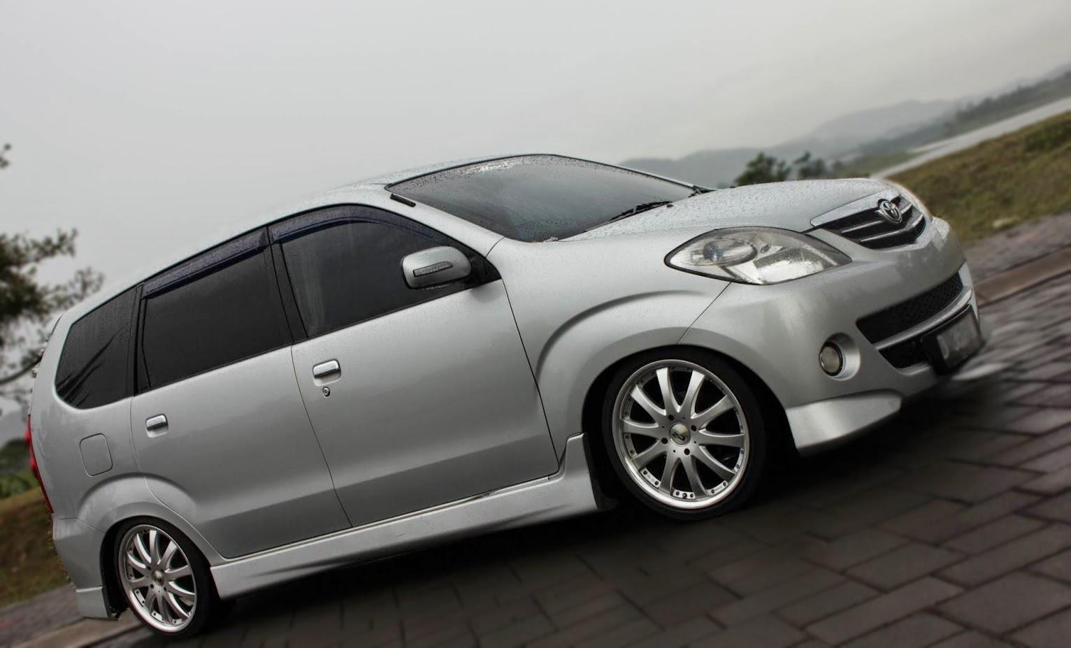 Tampilan dari samping kanan Modifikasi Toyota Avanza 2006 dengan ...
