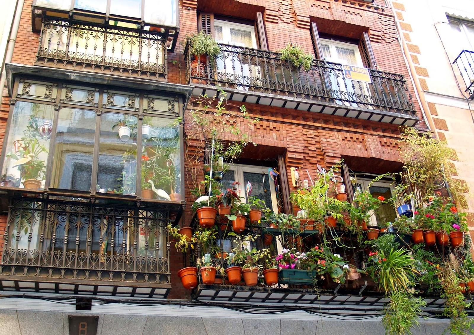Caminando por madrid balcones de madrid lo bello y lo til for Arquitectura de interiores madrid