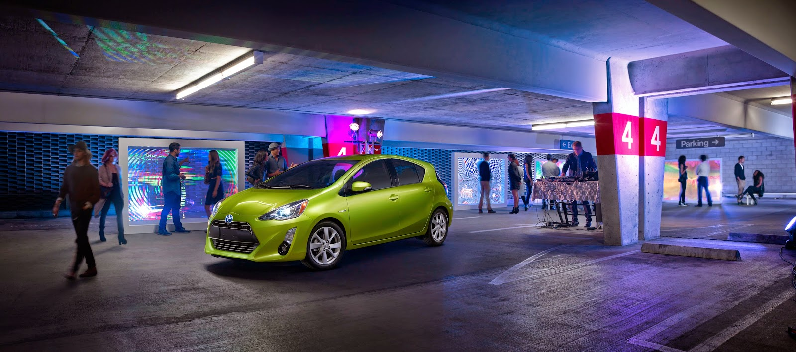 Front 3/4 view of 2015 Toyota Prius C