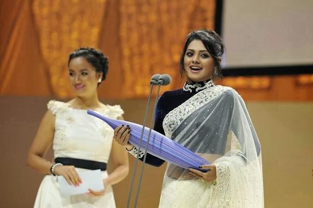 Nusrat+Imroz+Tisha+in+APSA+Award+ +2013002
