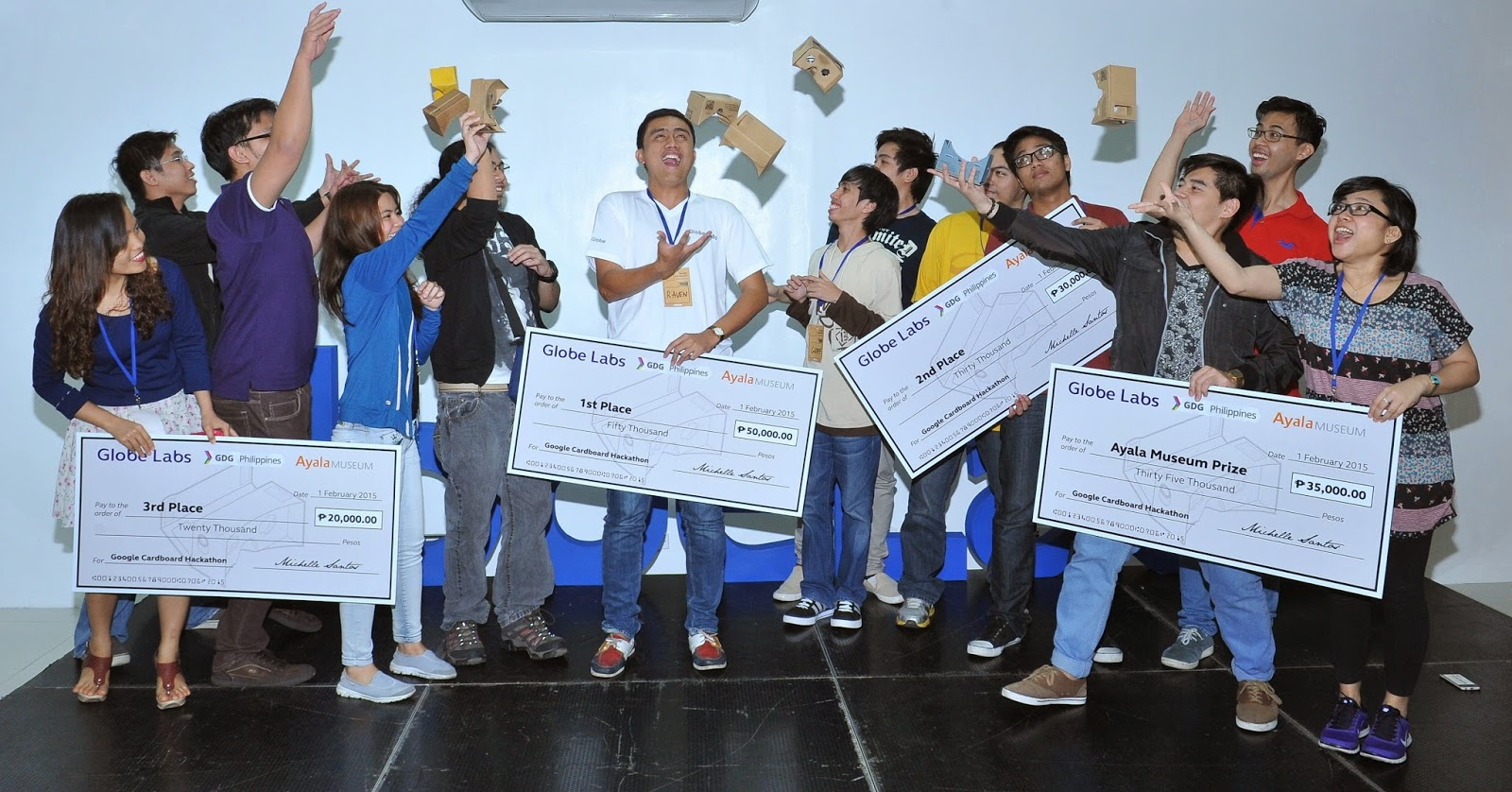 Winners of Globe Labs Google Cardboard Hackathon celebrate their victory