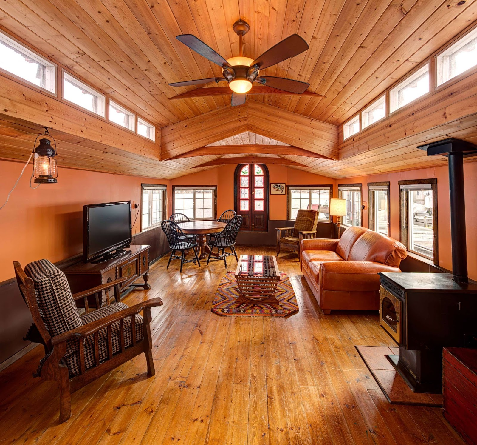 the little living blog haida houseboat 600 sq ft. Black Bedroom Furniture Sets. Home Design Ideas