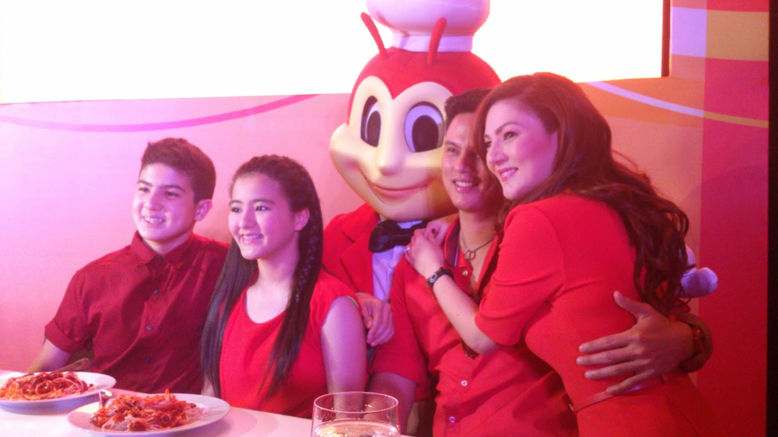 Carmina Gets a Throwback with Jollibee Jolly Spaghetti