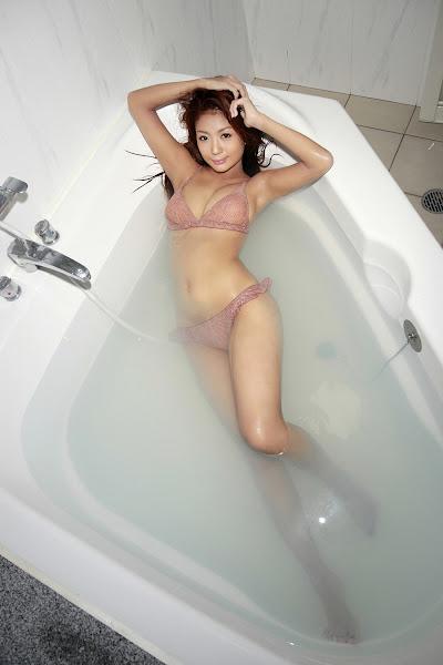 Tuyển chọn bikini girl 9x khoe hàng trong phòng tắm