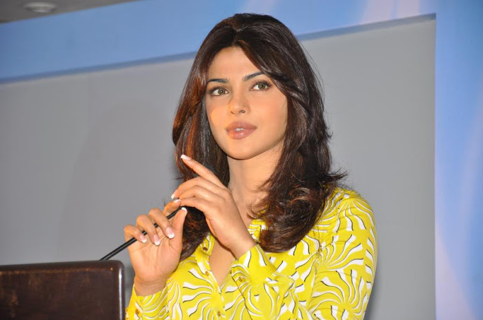 priyanka chopra launches samsung electronics