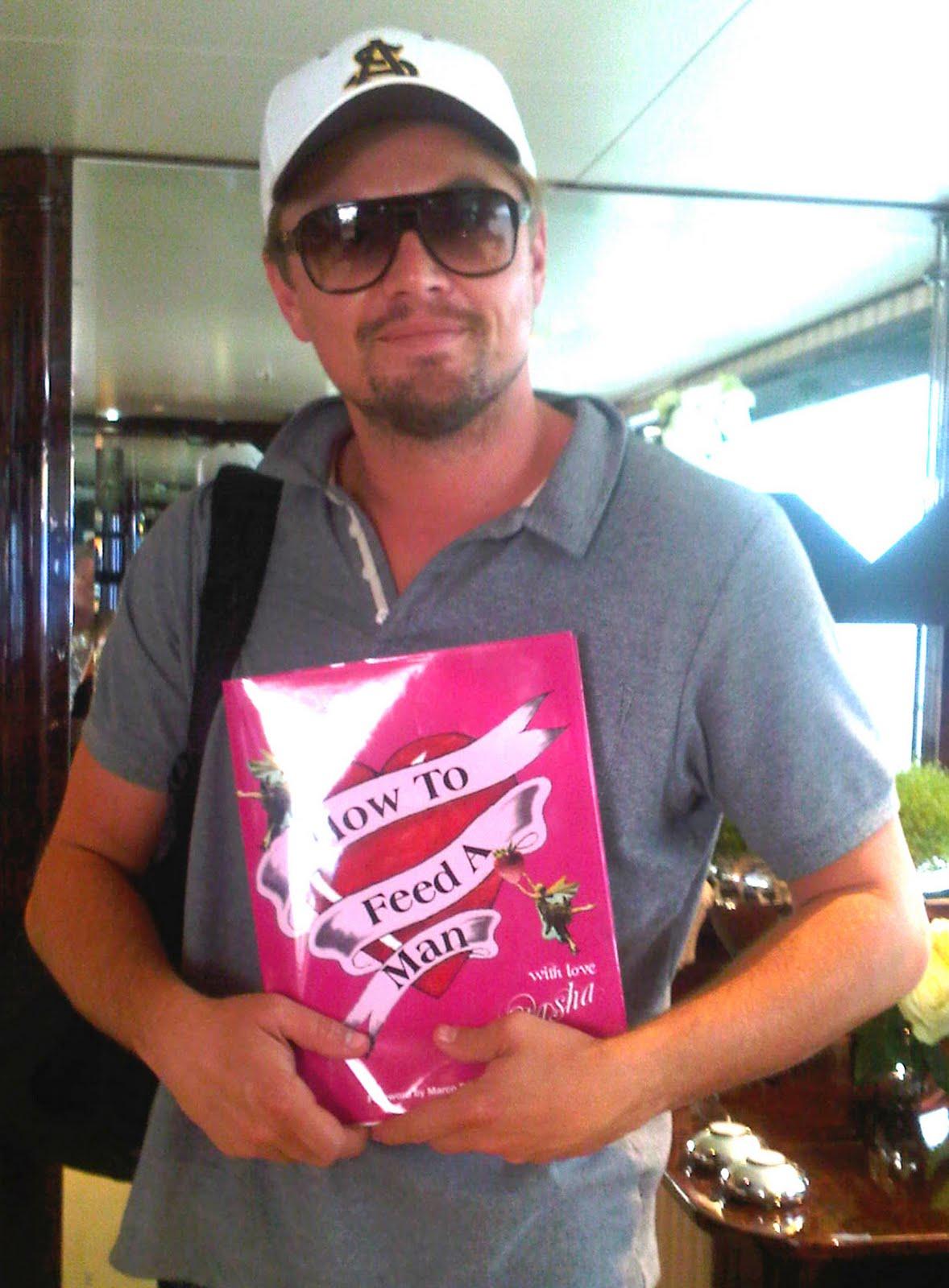 http://1.bp.blogspot.com/-LPS0iLgJb8k/TlUMOA4jVlI/AAAAAAAAA48/zssCCQlJlFI/s1600/Leonardo_DiCaprio_hi+copy.jpg