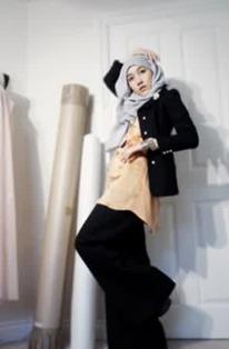 Tampilan Hijab Modern Hana Tajima