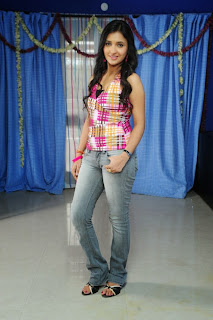 Sarayu in lovely tankt op and denim jeans stuunning beauty