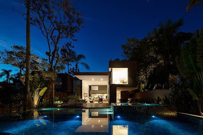 Rumah Minimalis Blends With Nature 14