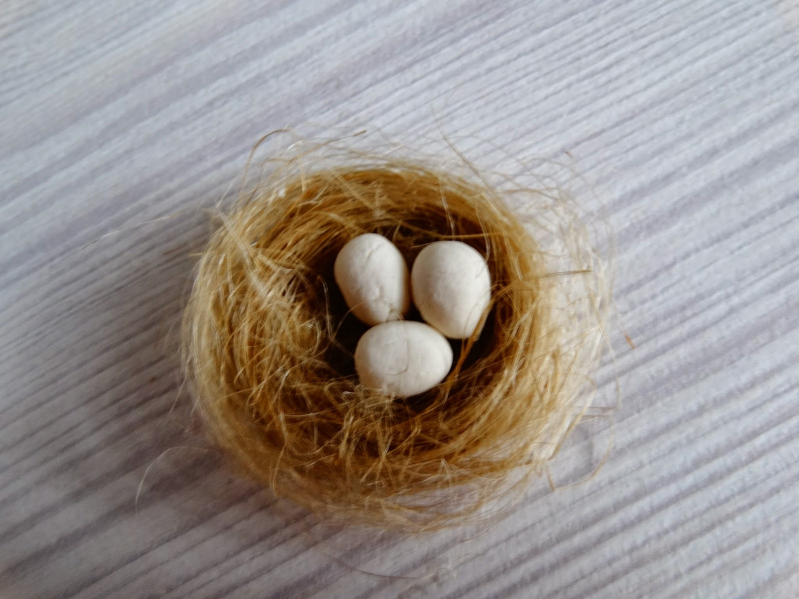 Как сделать яйца в гнезде