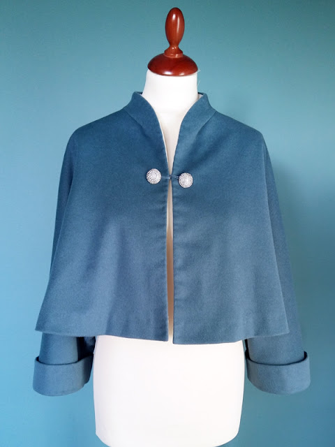 Jacket Cape V2934 #vintagepledge | www.stinap.com