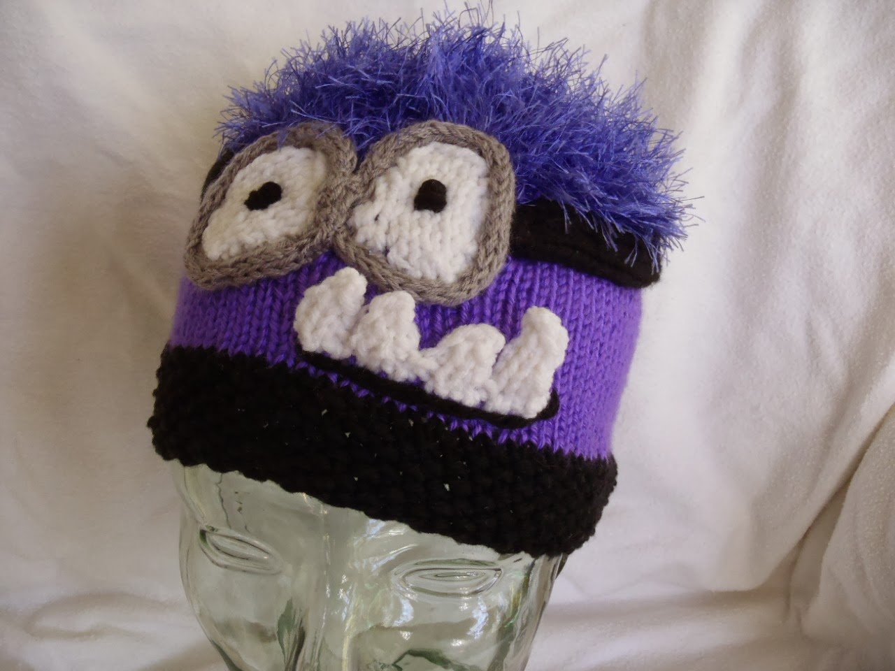 Stanas critters etc knitting patterns for minion hat and evil evil minion hat bankloansurffo Image collections