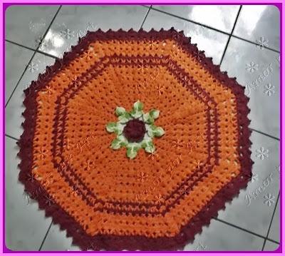 Tapete de crochê redondo com flor
