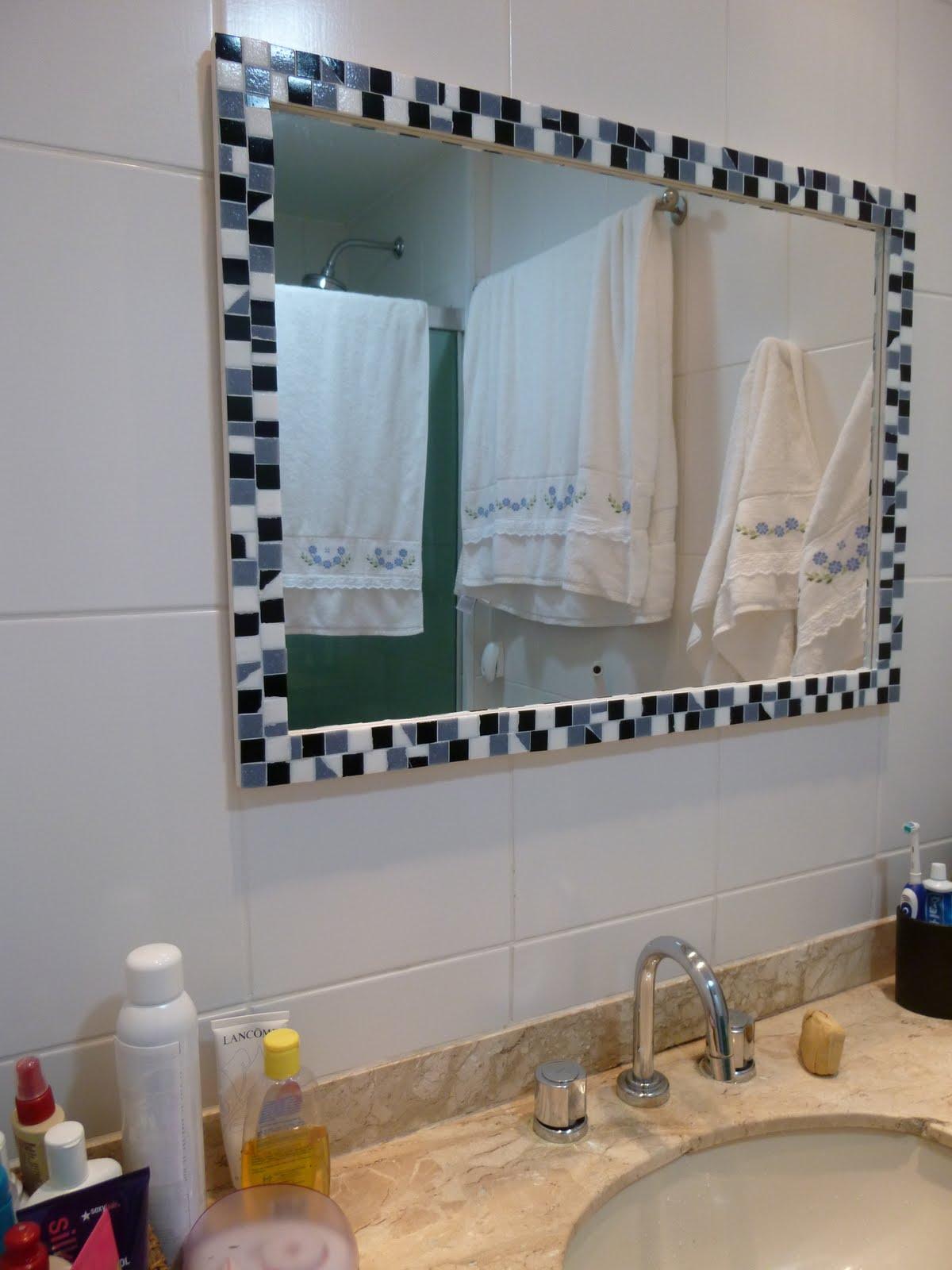 Casa de Mulher Solteira Enquanto isso -> Banheiro Com Pastilha Em Volta Do Espelho