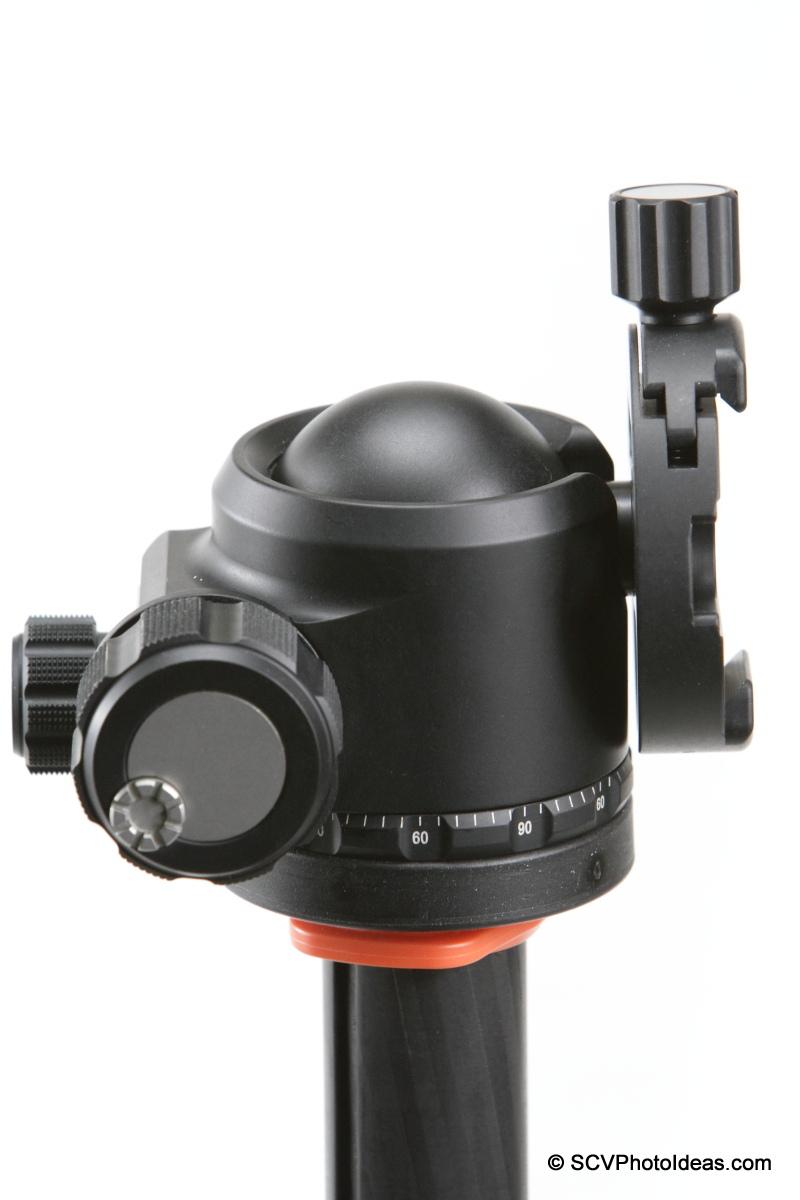 Sunwayfoto DDY-58 Discal QR Clamp on XB-44 LP ball head - tilted