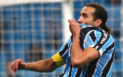 Grêmio vence Vasco por 3 x 2 no São Januário e continua no grupo dos classificados para a Libertadores.