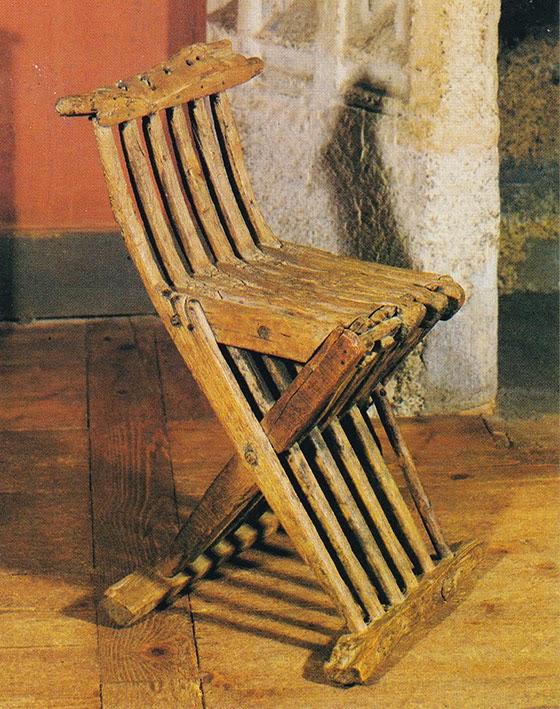 La chaise pliante (Château de la Rochelambert) fin XVe  France