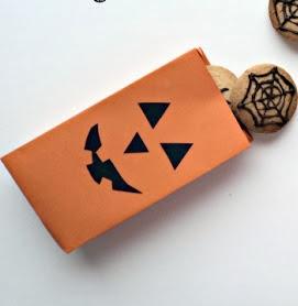 http://www.elrincondelascosasbonitas.com/2013/10/packaging-para-halloween.html