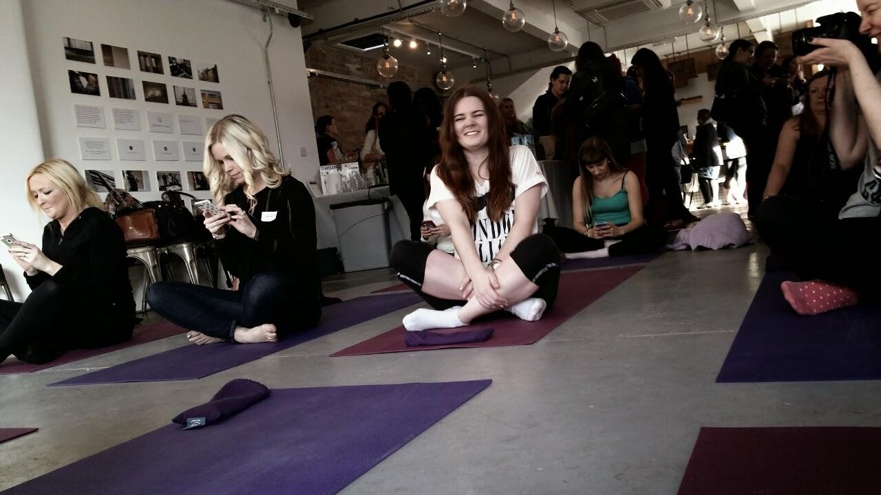 bloggers do yoga