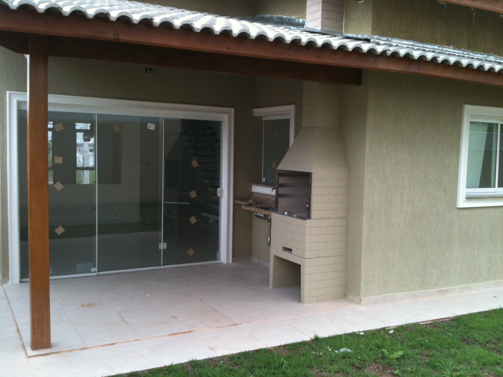 varanda gourmet c churrasqueira area de terreno 250 m² acabamento de  #63462F 1600 1200