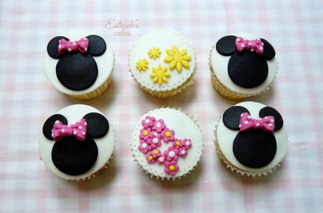 cupcakes de Minnie Mouse decorados con fondant - 1