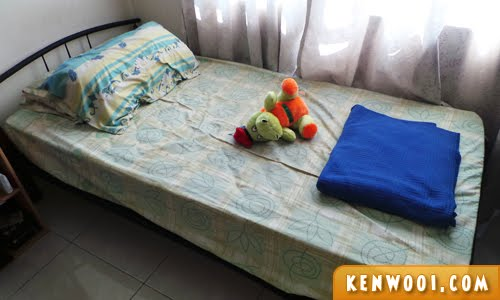 single green bed
