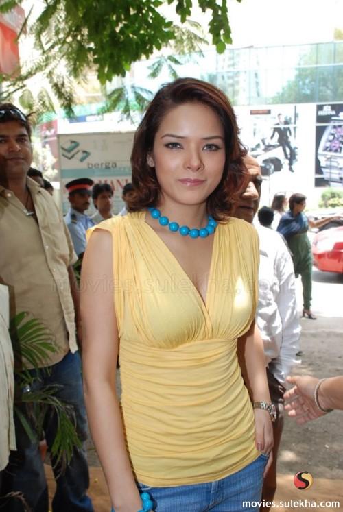 Tamil Hot Actress Wallpapers  Udita goswami hot