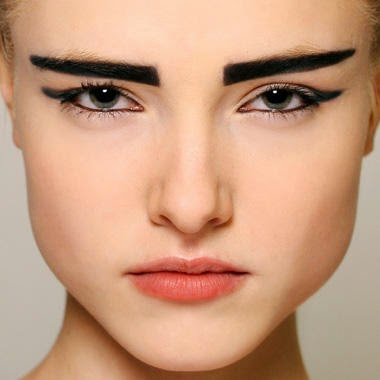 Eyebrows: thick or thin?