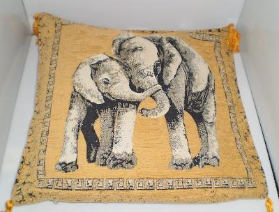 Barna elefántos párna