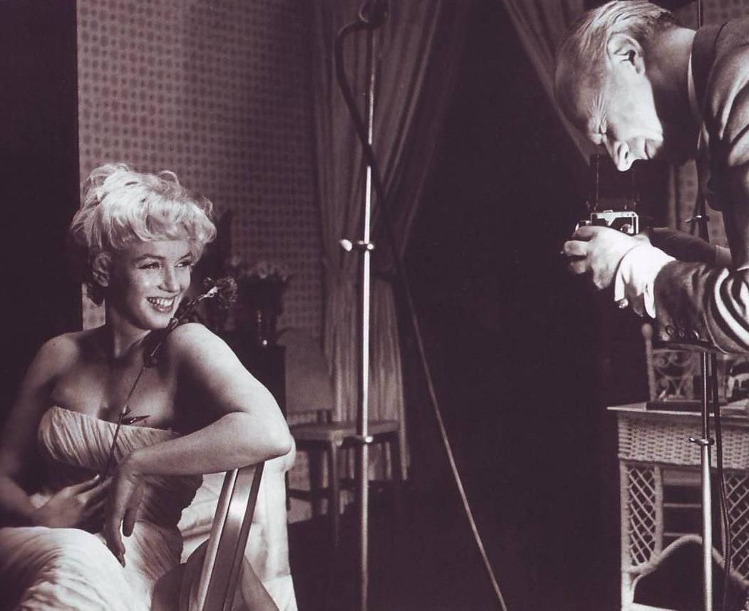 http://1.bp.blogspot.com/-LRwbQjui23g/T9rnh0v_B3I/AAAAAAAAw2Q/fbYFpCDBx-c/s1600/Cecil+Beaton+Marilyn+Monroe+1.jpg