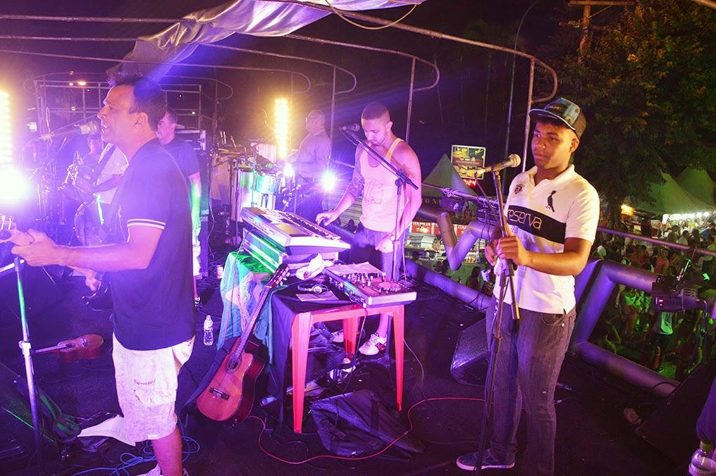Público curte o show da Banda Inspirasom