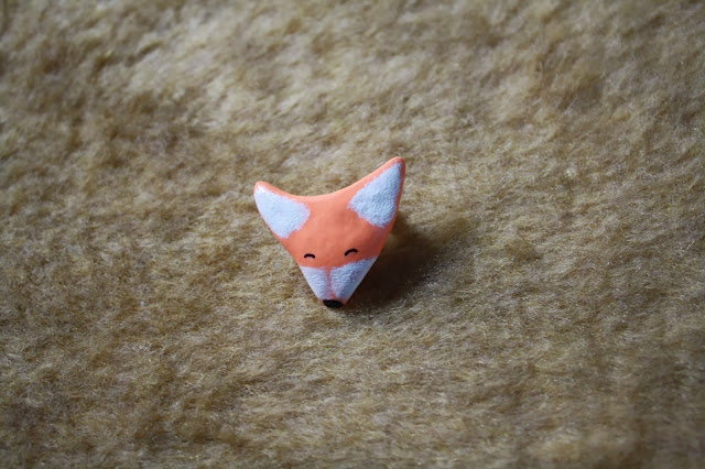 happy fox pin brooch