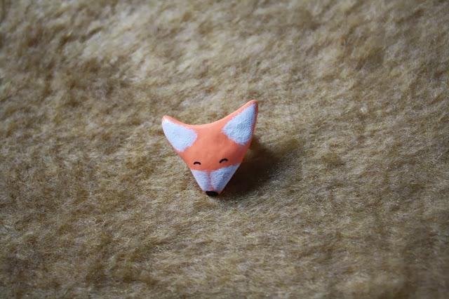 happy fox pin brooch