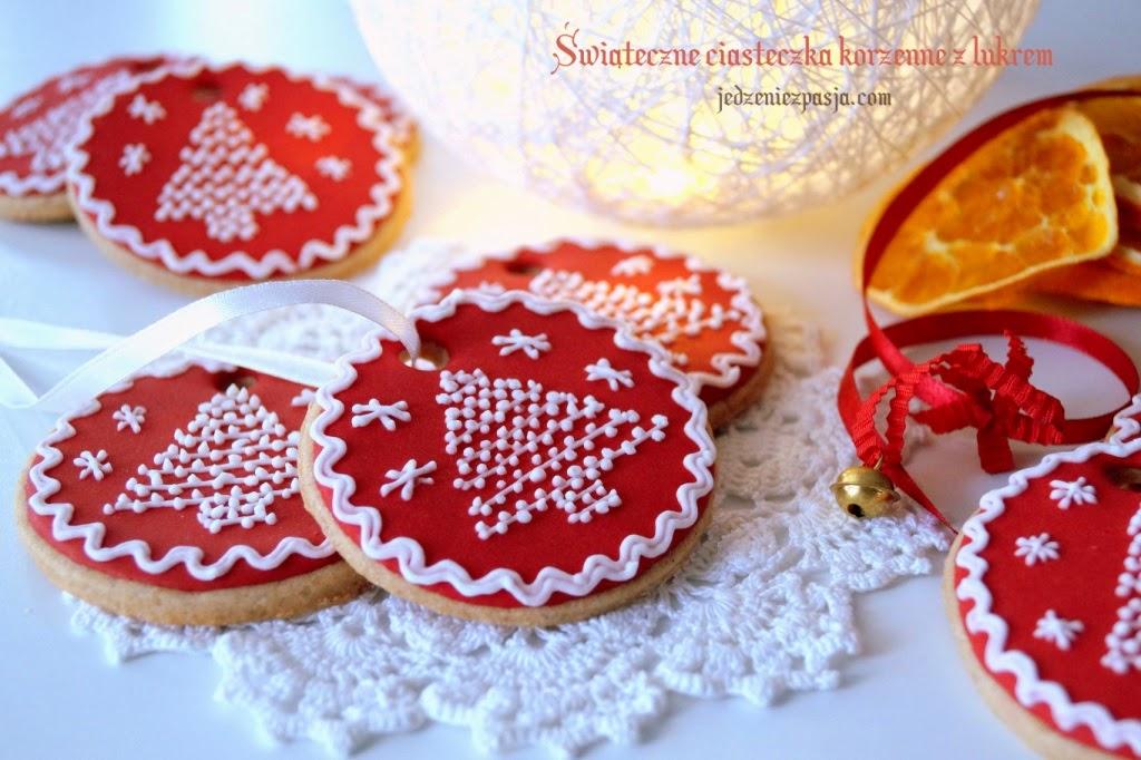 Świąteczne ciasteczka korzenne z lukrem miętowym