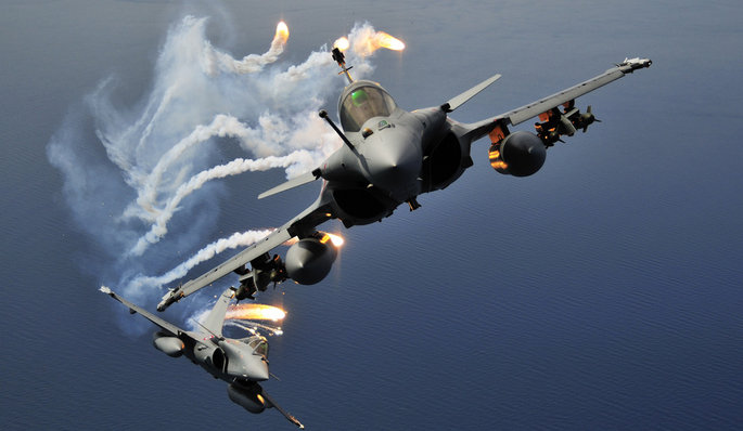 صور طائرات  Typhoon+%2526+Rafale+Moves+Forward+in+MMRCA+Race+fighter+jet+winner+india+pakistan+%25282%2529