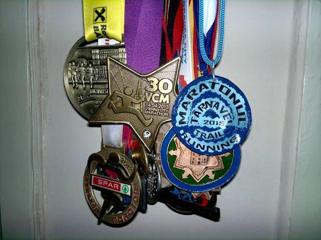 Alergător şi maseur la Maratonul Târnavei, alături de Supermămici Alergătoare. Din Timişoara la Târnăveni, 29 August 2015. Medalie