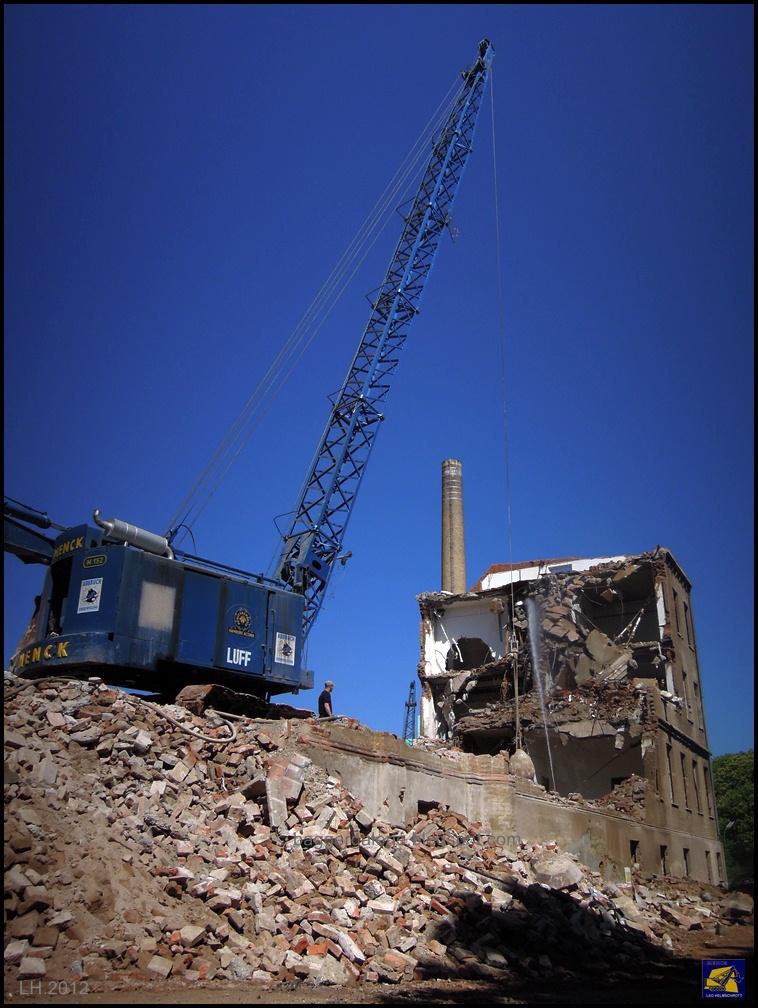 bei abbrucharbeiten in augsburg menck m152 demolition craneDemolition Crane