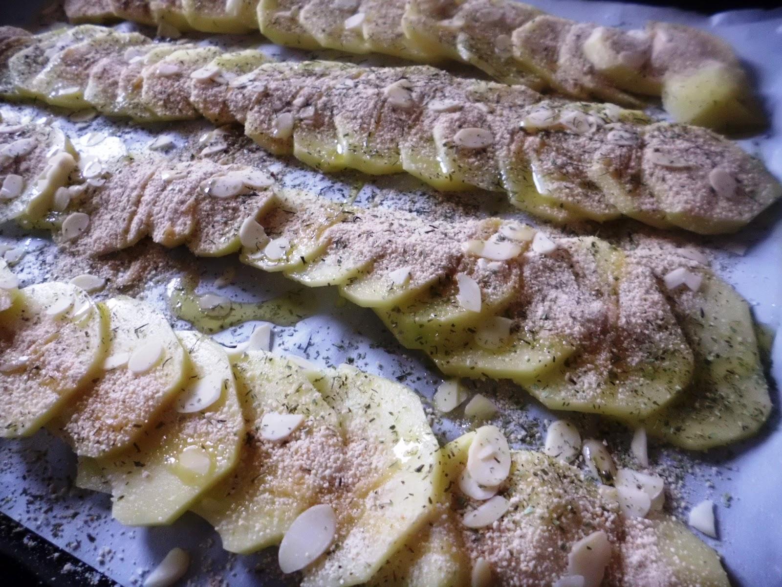 scaglie di patate gratinate alle mandorle
