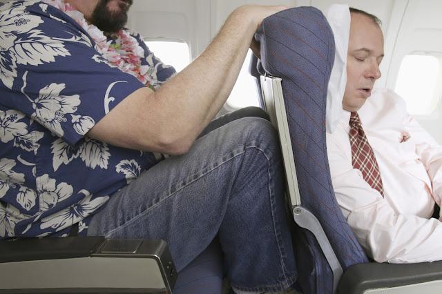 kelakuan dan tingkah penumpang pesawat yang memalukan-33