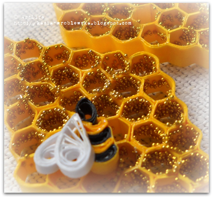 Use Bee Hive As Decoration To Your Cards Layouts Or Jewellery