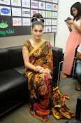 taapsee glam pics in saree-thumbnail-1