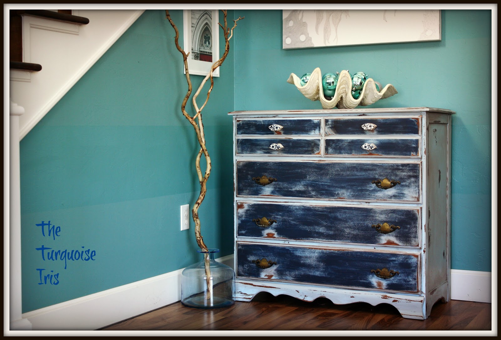 http://1.bp.blogspot.com/-LTlIaY8vxD4/UMij1Gx3XxI/AAAAAAAADQw/Vi-fVDOAt60/s1600/baby+blue+and+navy+EDITED+petite+dresser+003.jpg
