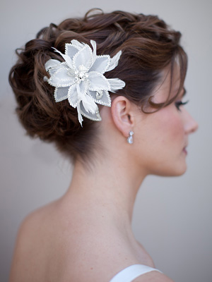 Accesorios nupciales del pelo son esenciales para dar a la novia un natural look boho. Contamos con una variada colección de accesorios para el cabello a un