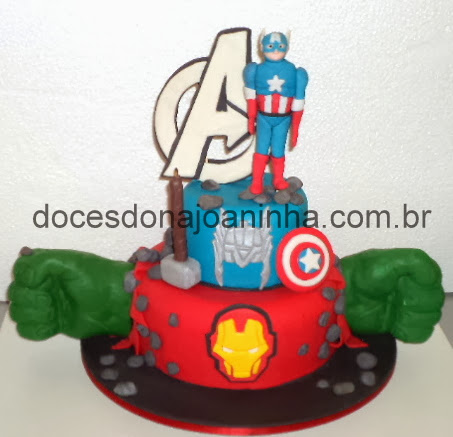 Bolo Vingadores com Capitão América.