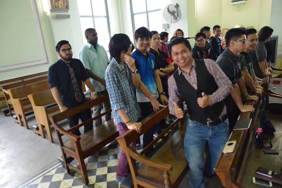 Sunday mass choirs