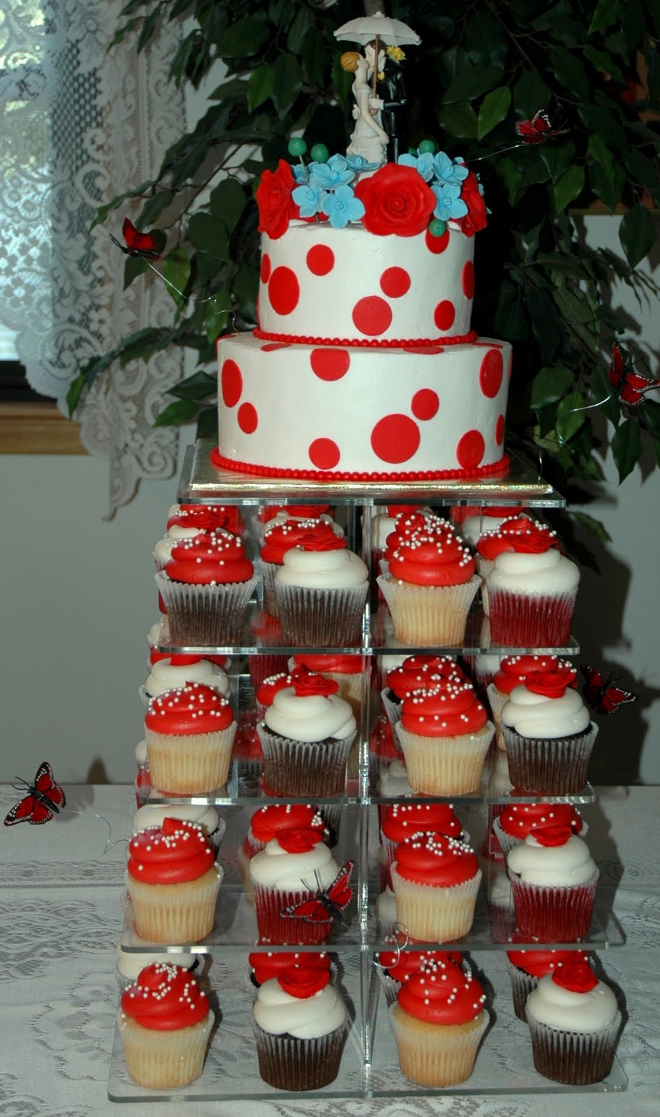 Taras cupcakes redwhite polkadot wedding cake with roses redwhite polkadot wedding cake with roses junglespirit Gallery